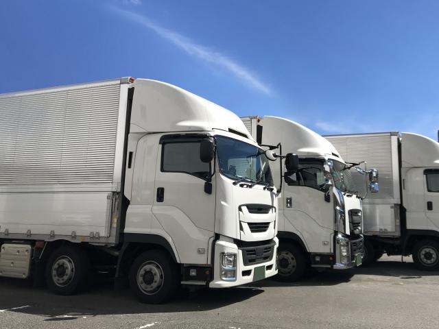 白い箱トラック