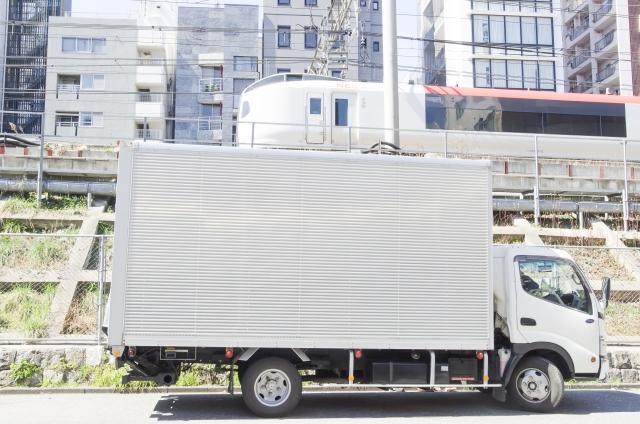 成田エクスプレスが走る線路沿いトラックと