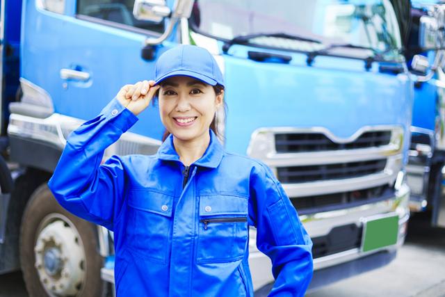 女性のトラックドライバー