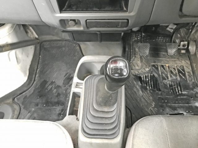 マニュアル車のシフトレバー