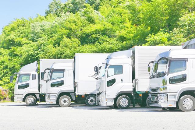駐車する大型トラック