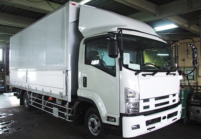 新車のトラック