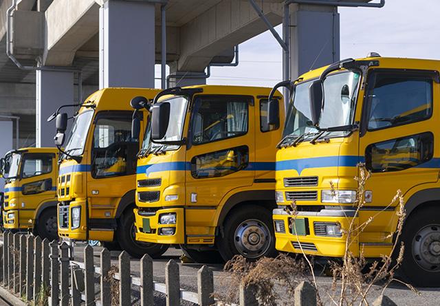 横並びのトラック