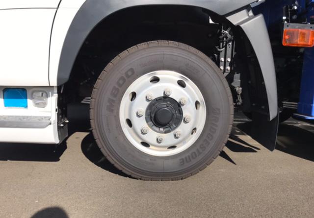 トラックのタイヤ